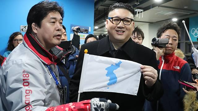 Kim Jong-un'a benzeyen kişi ortalığı karıştırdı!