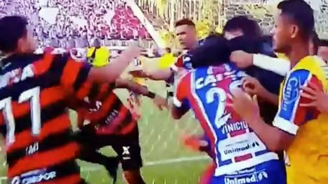 Vitoria - Bahia derbisinde 9 kırmızı kart çıktı, maç tatil edildi!