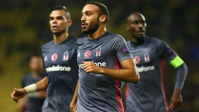 Cenk Tosun' Beşiktaş'a Bayern Münih karşısında başarılar diledi