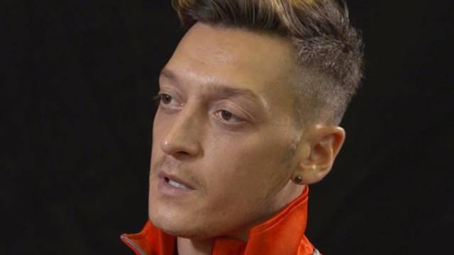 Mesut Özil yalan söylemekle suçlandı