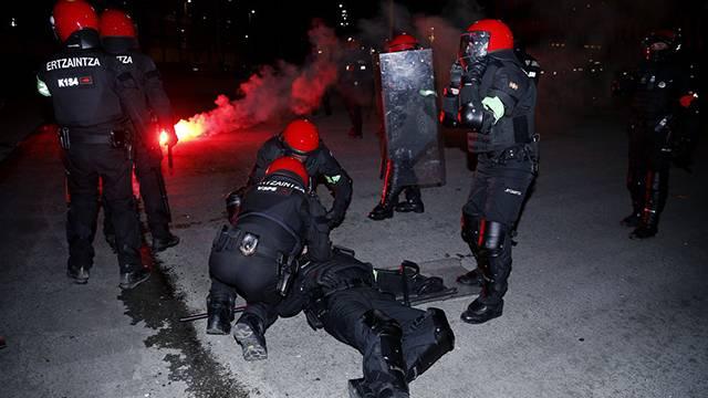 Athletic Bilbao ve Spartak Moskova taraftarları kavga etti! 1 polis öldü