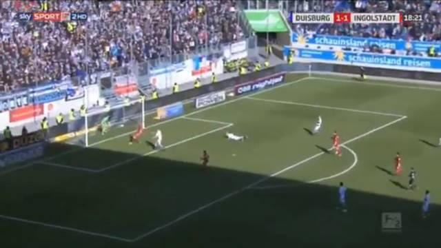 Duisburg kalecisi Mark Flekken su içerken gol yedi!