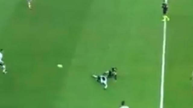 Beşiktaş-Fenerbahçe maçının 11. dakikasındaki pozisyon tartışma yarattı