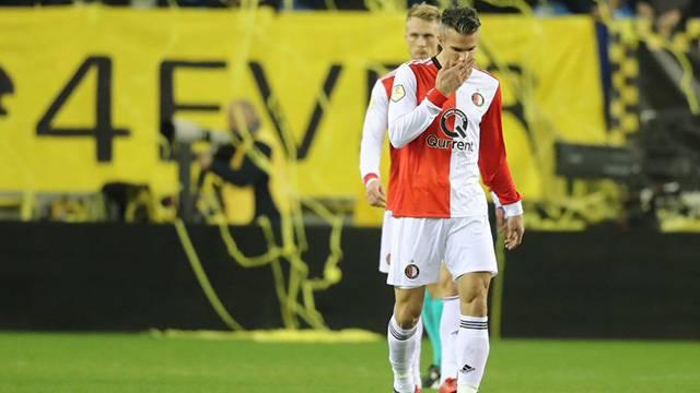 Van Persie Feyenoord antremanında sakatlandı