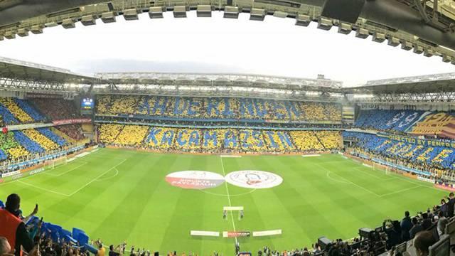 Fenerbahçe taraftarından derbide müthiş koreografi