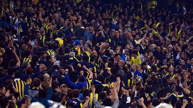 Fenerbahçe-Galatasaray derbisi sonrası Fenerbahçeli taraftarlar kavga etti