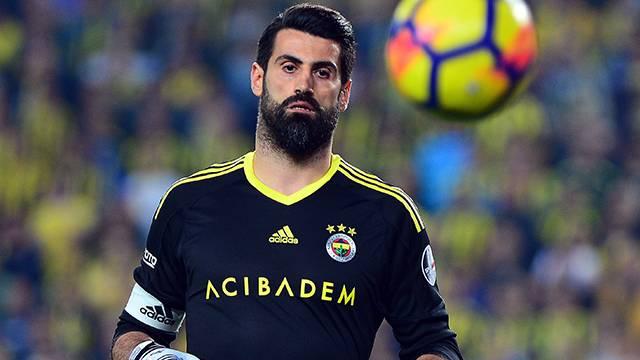 Fenerbahçe Volkan Demirel'e 2 yıllık sözleşme önerecek