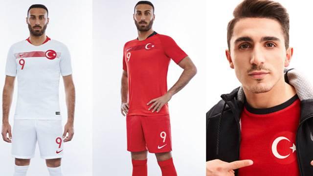 A Milli Futbol Takımı'nın yeni formaları tanıtıldı