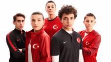 Milli takımın yeni formasına sosyal medyada tepki!